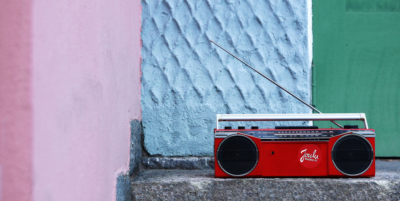 Jouluradio taas ennätyslukuihin – erityisesti naisten ja nuorten suosikkikanava